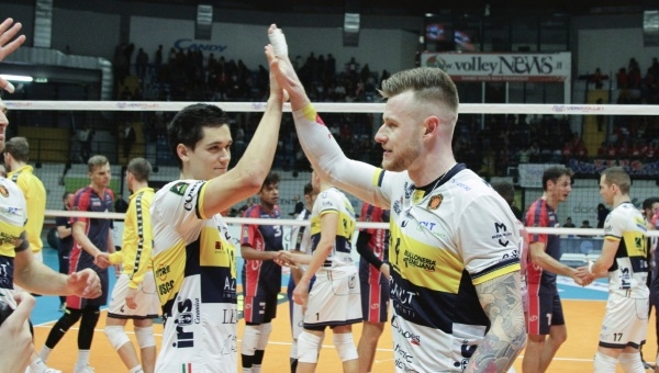 SCATTI SUL TARAFLEX. Superlega, Vero Volley-Azimut shoes Modena